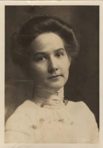 Louise Davis (Hall)