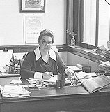 Mable-Walton-at-desk5